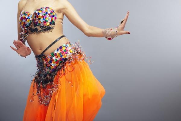 Онлайн-обучение танцу живота – движения грудью