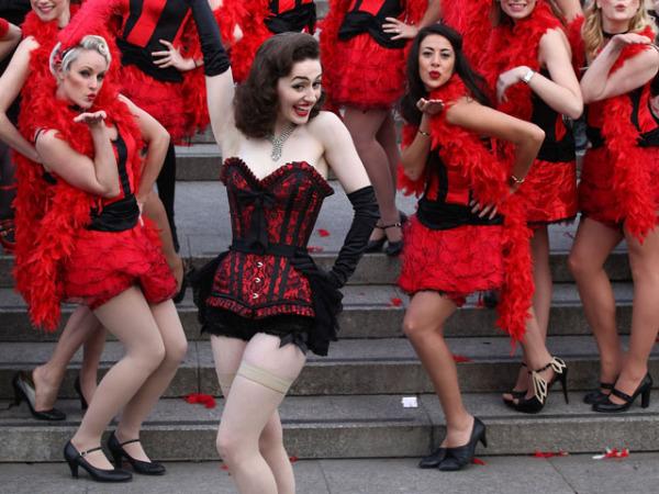 Эротические танцы в новогоднем Лондоне (фотоотчет)