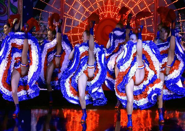Девушки танцуют задирают ноги фото 240-382