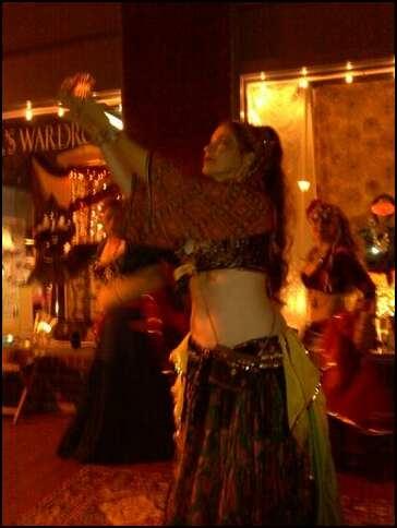 Как правильно исполнять танец живота со свечами. Часть вторая