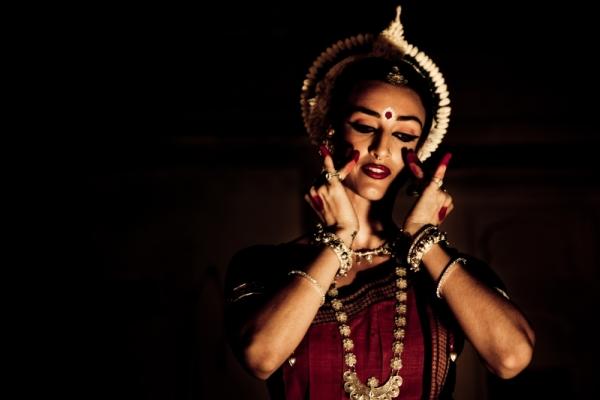 Американская танцовщица Коллина Шакти и индийский танец Одисси