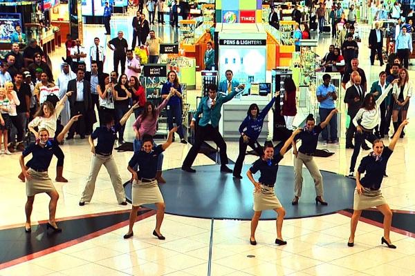Танцевальные флешмобы: выступление в Дубаи