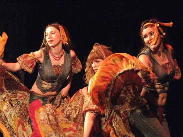 Цыганский танец. Движения в партере