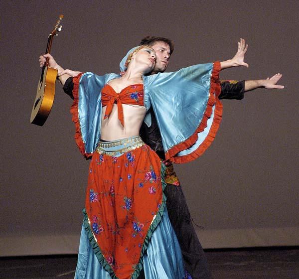 Шаги и основные движения женского цыганского танца