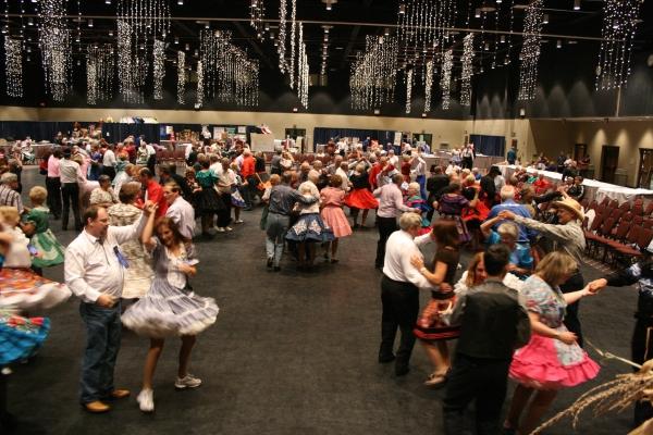 Square Dance: семейные танец Америки