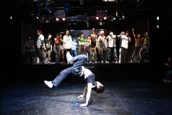 Би-бой Baek – талантливый танцор брейкданса
