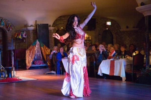 Популярные исполнительницы танца живота – турецкие звезды