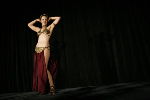 Онлайн-обучение танцу живота – изучаем приставной шаг