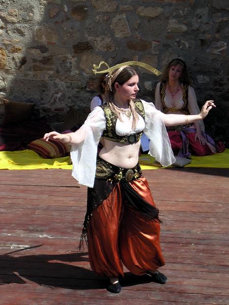 Восточный танец живота с саблями
