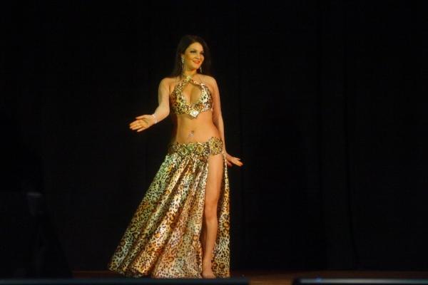 Онлайн-обучение танцу живота – изучаем тряски бедрами