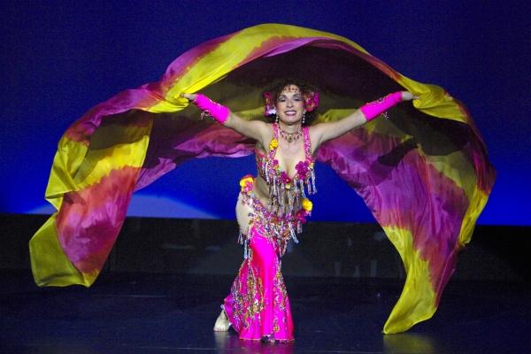 Онлайн-обучение танцу живота – движения руками