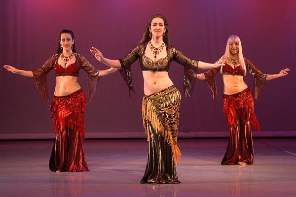 Онлайн-обучение танцу живота – удары бедрами
