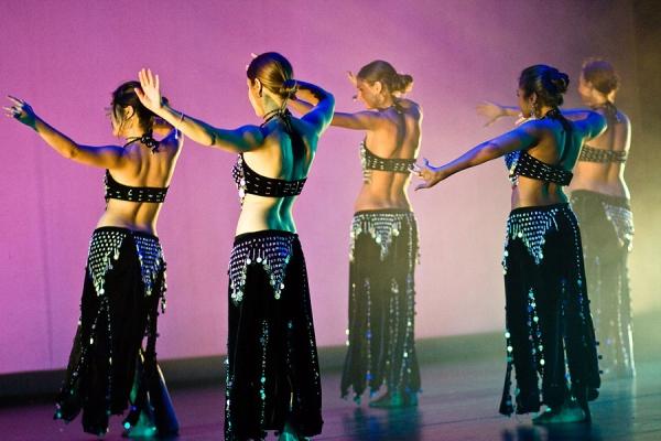 Онлайн-обучение танцу живота: движения бедрами
