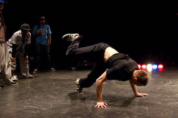 Онлайн-обучение брейк-дансу – учимся танцевать three steps