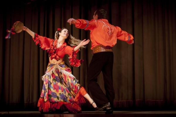 Цыганские танцы: наиболее эффектные движения