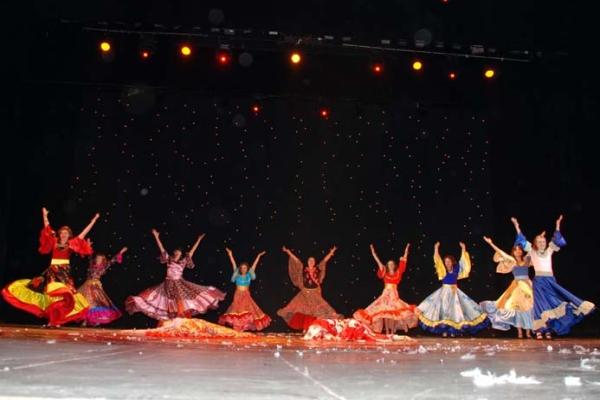 Яркие краски и безудержные эмоции цыганских танцев