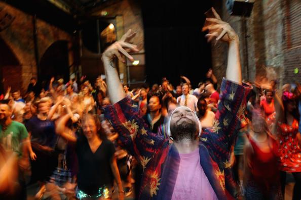 Как танцуют рейв