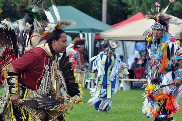 Племенные танцы индейцев