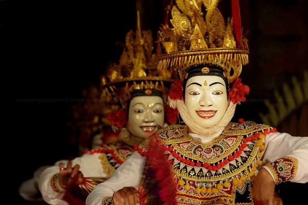 Балийский танец в масках топенг