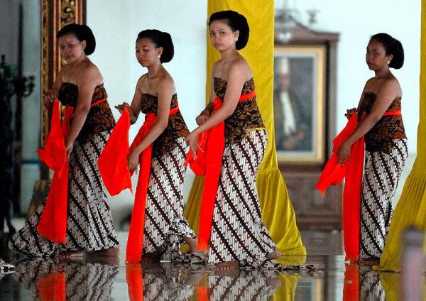 Придворный танец в кратоне Суракарта