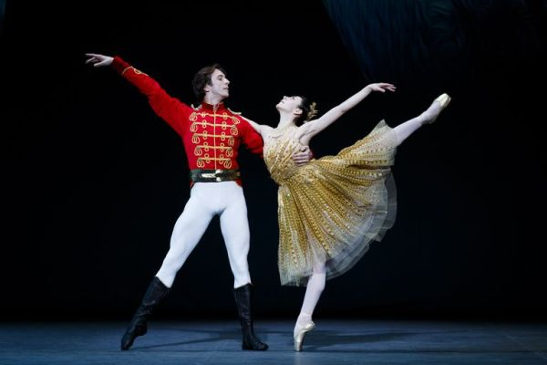 Майя Махатели и Артур Шестериков исполняют сцену из «Золушки» во время генеральной репетиции Russian Ballet Icons Gala в Лондонском Колизее 8 марта 2015 года