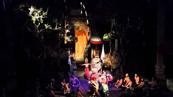 Балийский танец-транс санхьянг
