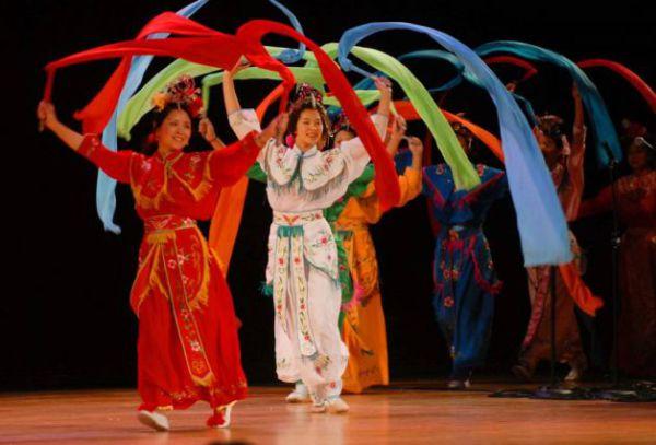 Китайский танец с лентами