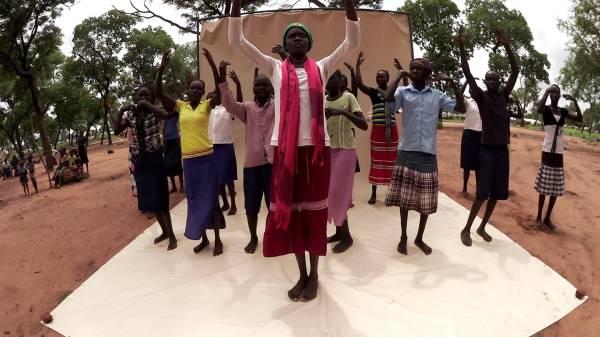 Танцы детей во имя мира