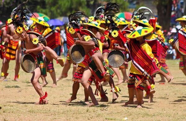 Танцы филиппинских игоротов