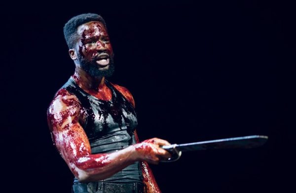 Кровь на сцене