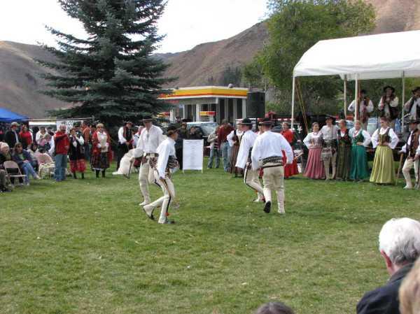 Танцы в Гурали