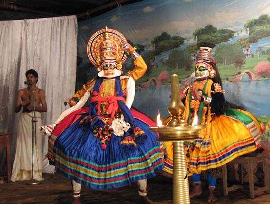 Выступление Катхакали в Талипарамба, штат Керала, Индия