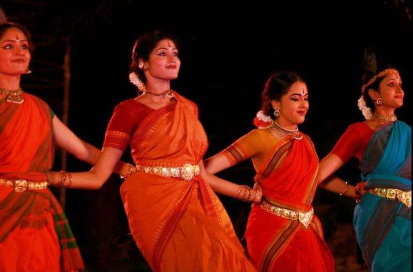 Костюмы в различных народных танцах