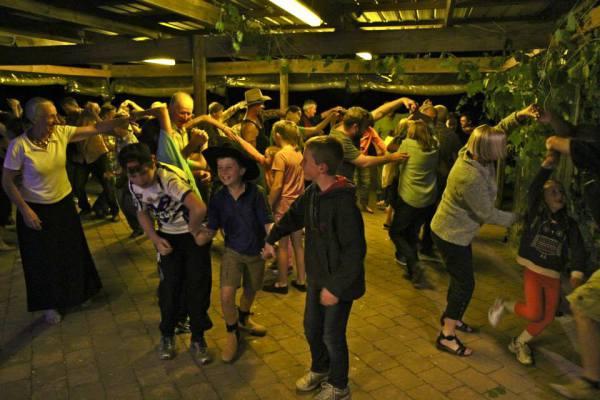 Народные австралийские танцы буш