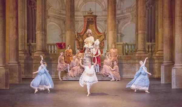 Зарождение балета в придворных танцах