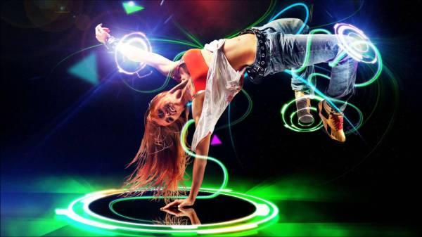 Танцы в стиле техно и хаус
