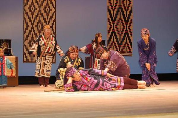 Танцы древней народности айнов