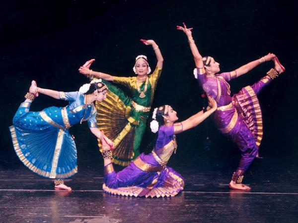 Бхаратаньям - один из классических стилей индийских танцев