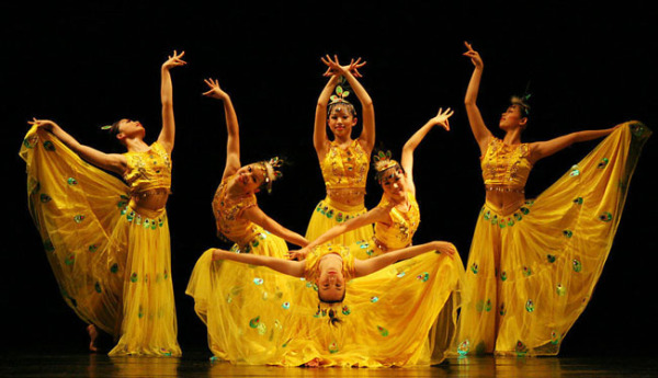 Китайский танец павлина