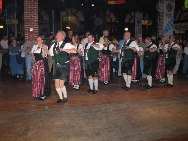 Веселый богемский танец полька