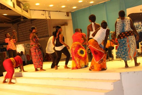 Байкоко - сексуальный танец-тверкинг в Танзании