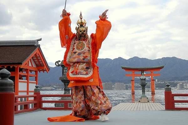 Бугаку - японский танцевальный театр