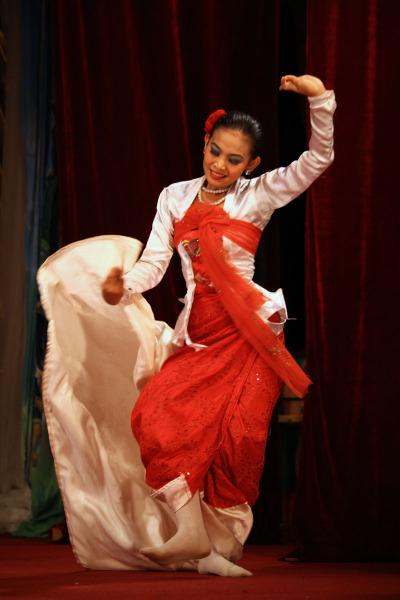 Бирманские танцы