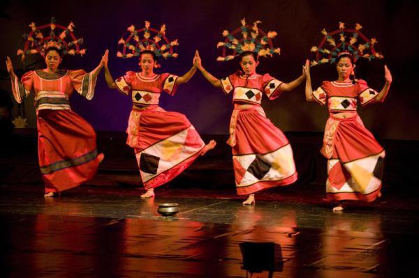 Филиппинский церемониальный танец dugso