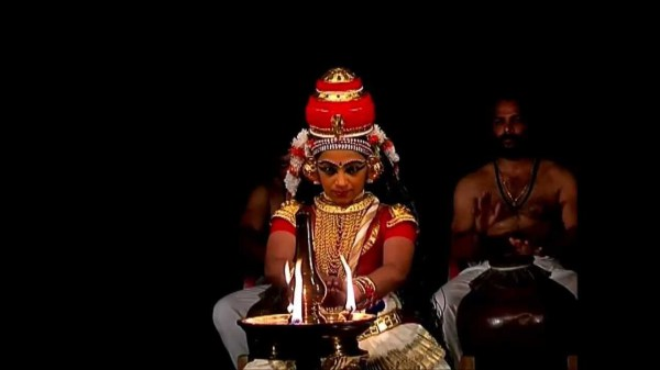Храмовый индийский танец нангьяркутту