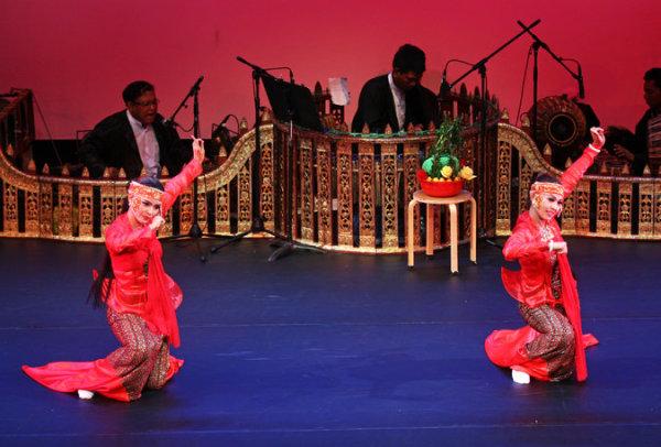 Зат пве - бирманская танцевальная драма