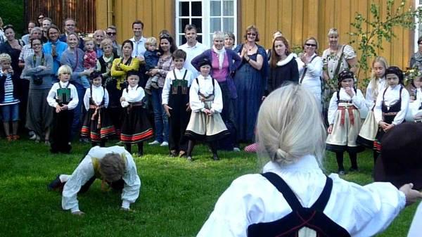 Норвежский танец со шляпой