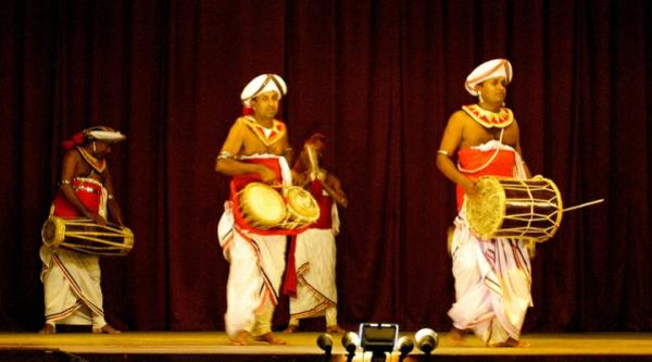 Танцевальное шоу на Шри-Ланке
