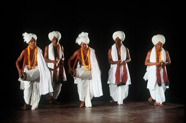Танец манипури с барабаном
