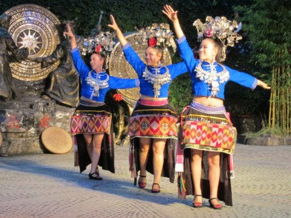 Танцы мяо